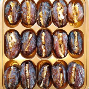 תמונת בונבוניירות של תמרים ממולאים באגוזים או חלבה כל אחת כ450 גרם